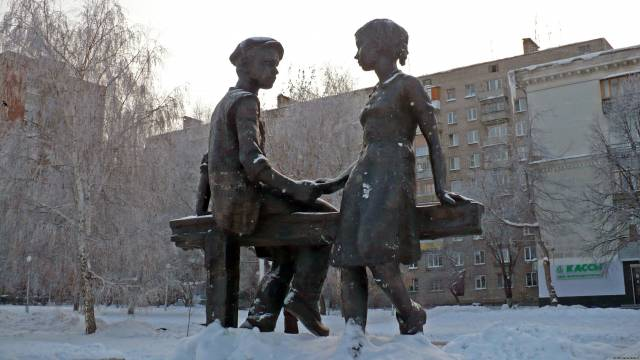 Несовершеннолетним труженикам тыла (зимний снимок)
